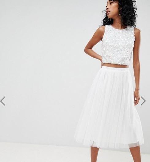 אסוס חצאית לבנה